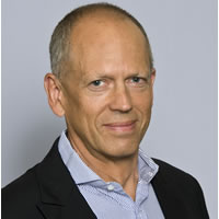 Headshot photo of Simon Yencken
