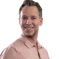 Headshot of Investor and CMO Roy Gefen